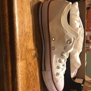 NWT size 10 converse sneakers